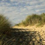 Passage vers la plage de sainte marie du mont