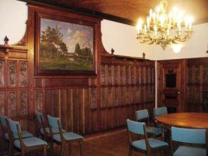 sainte-marie-du-mont-tourisme-salle-du-Conseil-Municipal